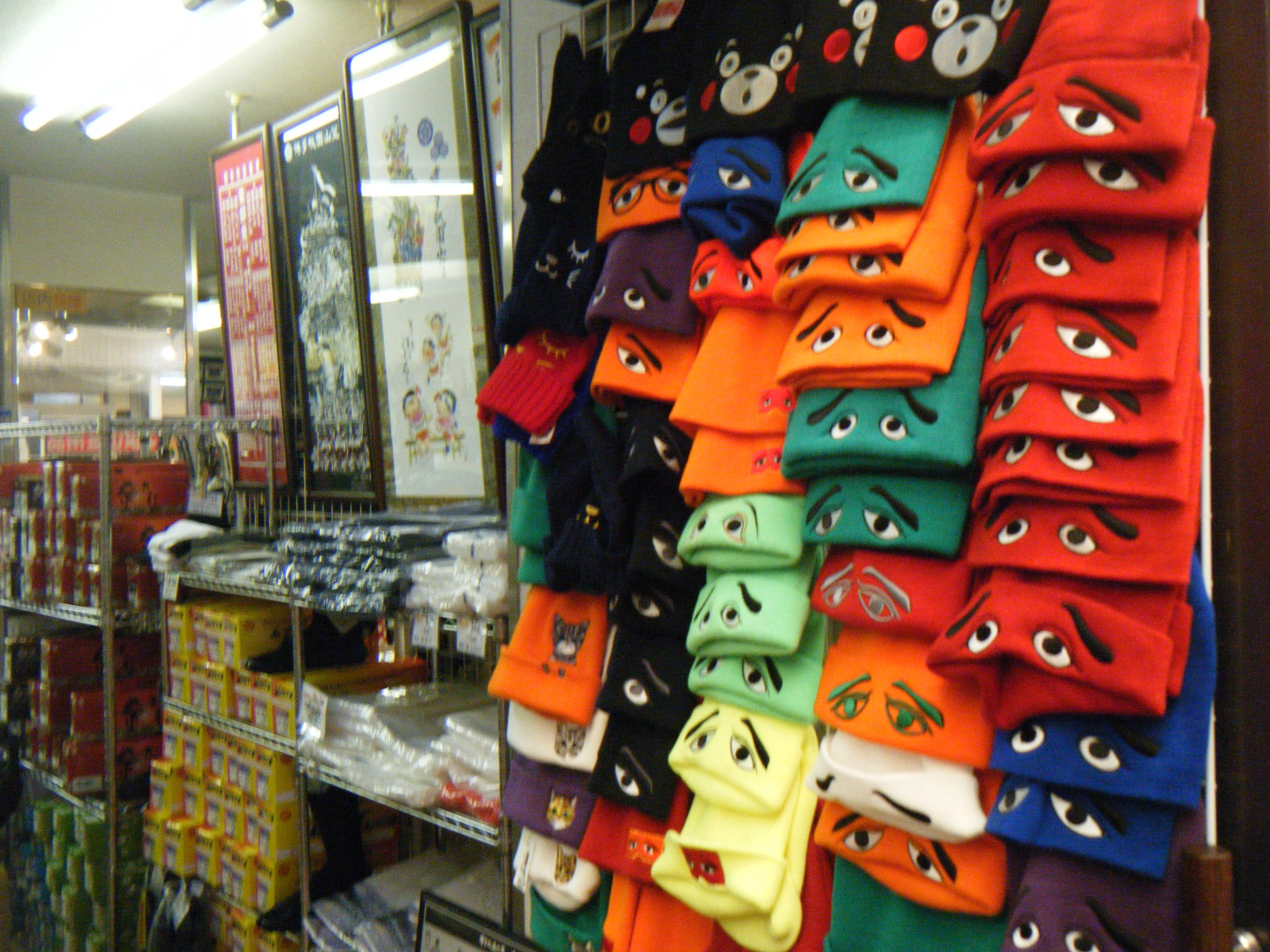 博多名物にわかせんべいの帽子やニット帽も有名です。