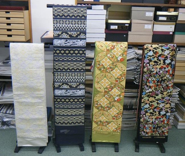 西陣織袋帯は常時200本以上取り揃えております。