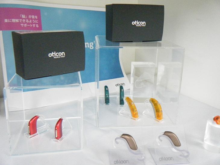 最新の機能性補聴器から取り扱いしやすい入門器まで、専門店ならではの豊富な品揃え。もちろんお試しもできます。