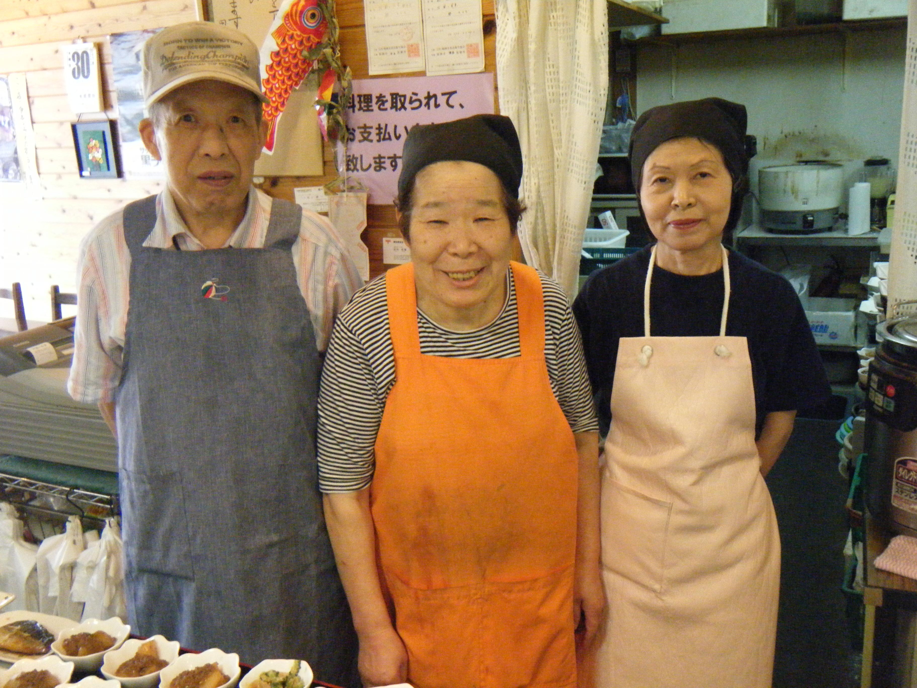 私たちの手作りのお料理をぜひ召し上がってください。