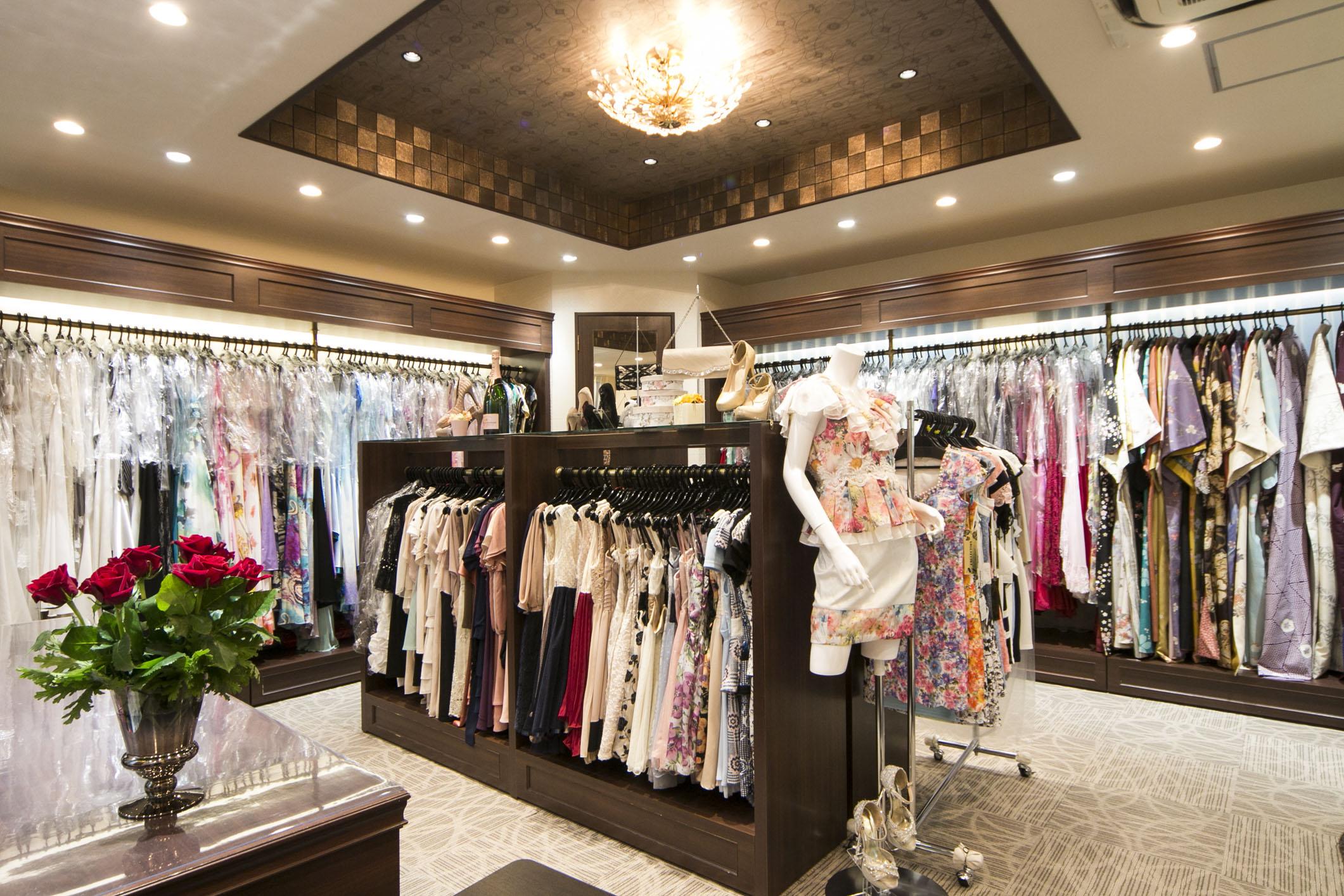 レンタル衣装1000着以上をご用意。ぴったりの衣装をお選び下さい。