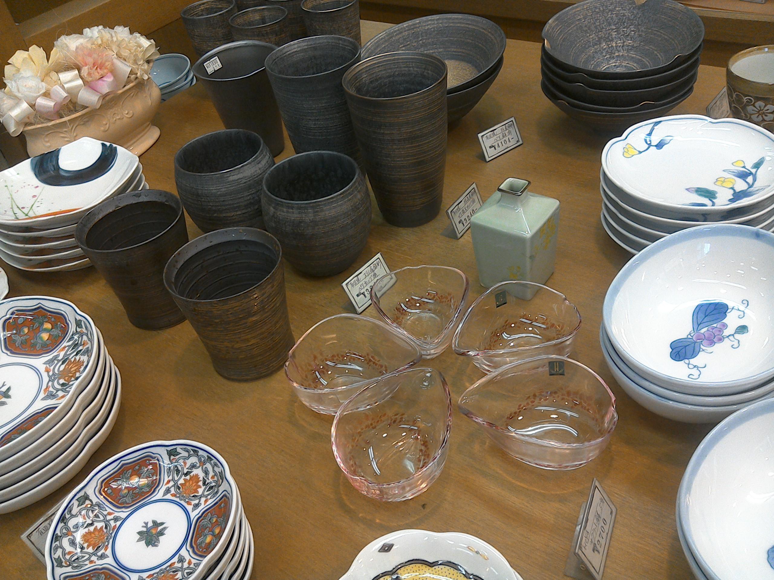 色々な食器で食卓に彩りを添えてはいかがでしょうか?