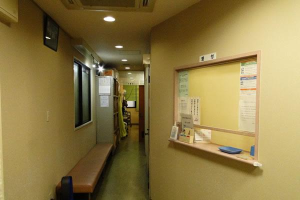 2階の昌樹医院は、西洋医学と東洋医学の融合により新しい治療法を提供致します。一般の西洋医学で診断がつかなかったり、治療法がない場合は一度受けて見られる価値があります。