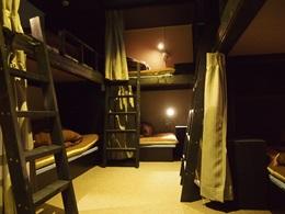 ホステルの持つフレンドリーで国際的な雰囲気を保ちつつ、旅館の持つプライバシーや快適性も同時に満たせるような、新しいスタイルの旅の宿です。